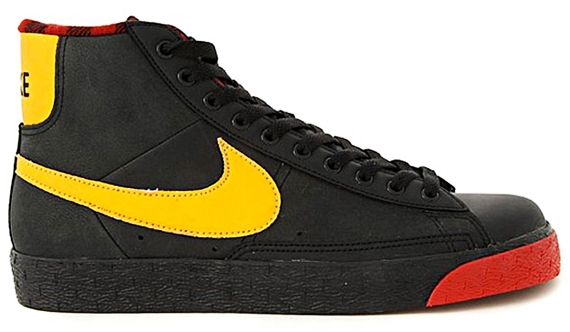 NIKE BLAZER HI SP HOLIDAY 2010.jpg
